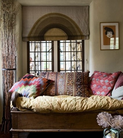 The relaxing bohemian daybed bohemian treehouse for Bohemian style daybed